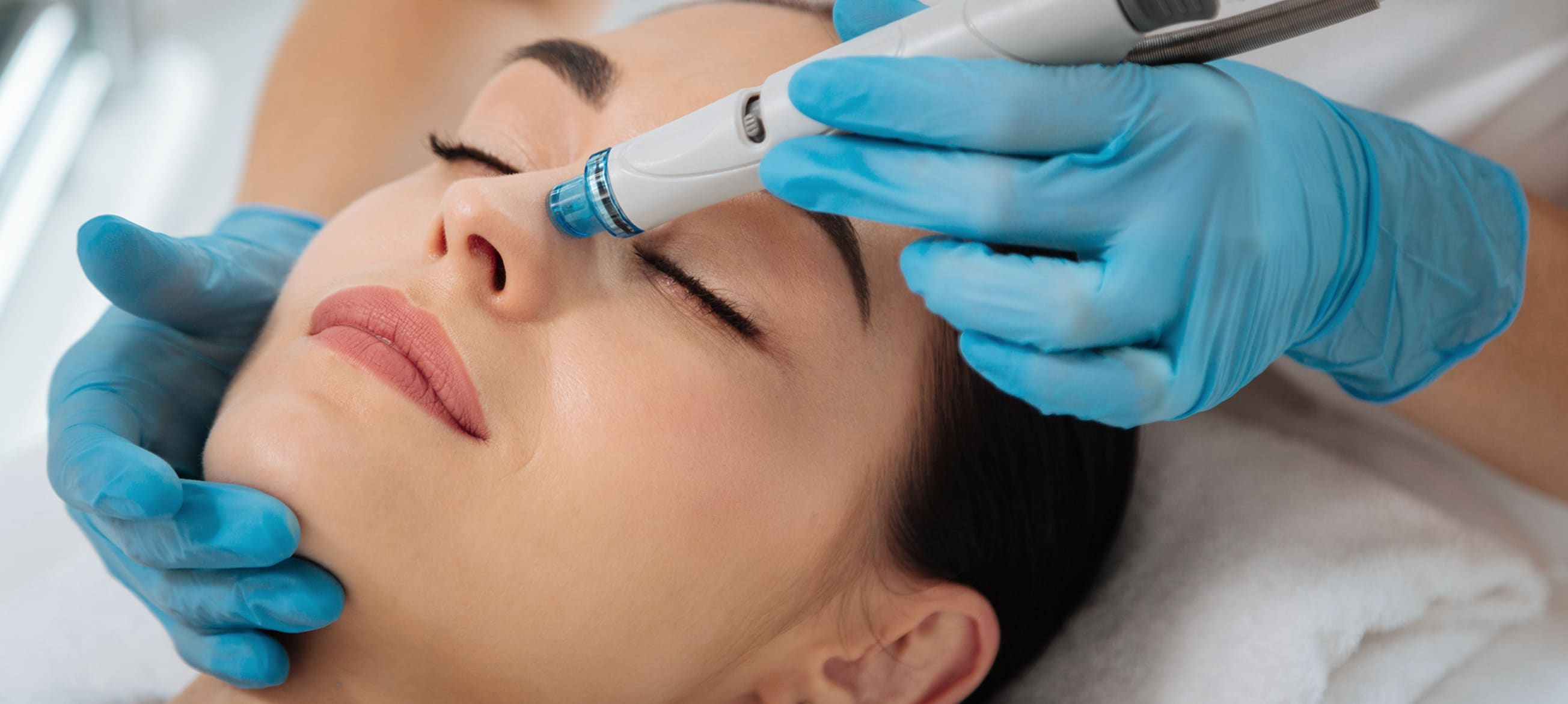 Woman receiving a HydraFacial treatment